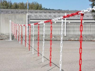 Barrière à chaines